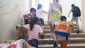 46 ezer diák kap hátizsákot a rendőrségtől