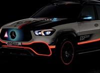 Apró robottal gurítja ki az elakadásjelző háromszöget az új Mercedes