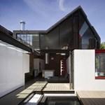 Extravagáns tetőtér! Modern loft az ódon házon (fotókkal)