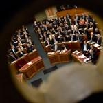 Kossuth tér 1-3. - EP-másnaposan kezd a parlament