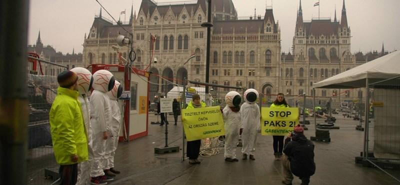Paksi bővítés: szirénával tiltakoznak az ülésteremben