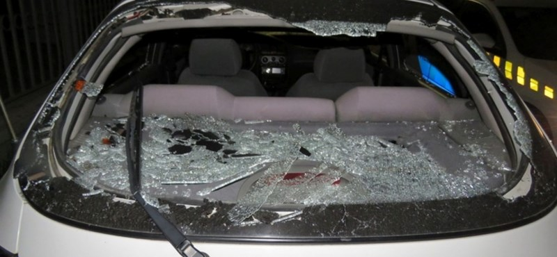 Baltával vert szét egy autót a diósjenői fiatal