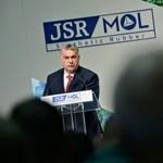 Londonban fényújság hirdeti, hogy 8 milliárd dollár landolt Orbánéknál