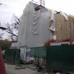 Nyár óta sem fejeződött be a Bibó-kollégium felújítása, így néz ki most