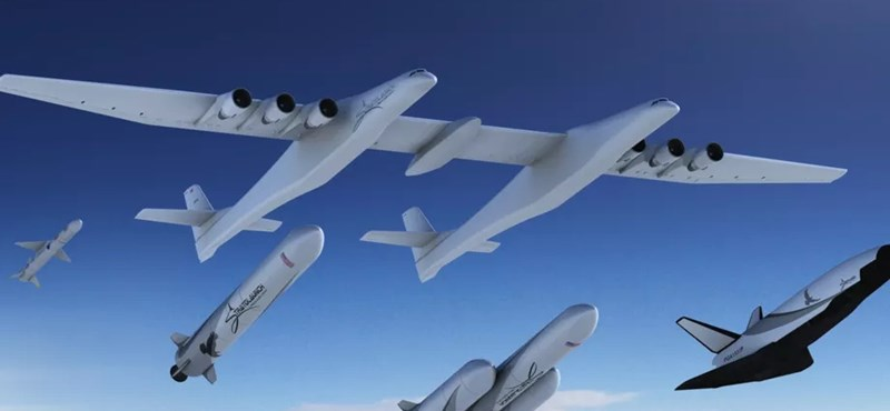 A világ legnagyobb repülőgépe a levegőben, repülés közben lövi ki a teherrakétákat
