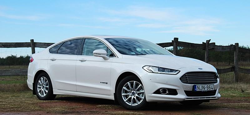 Ford Mondeo Hybrid-teszt: cégautók közt a fehér holló