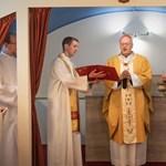 Van, ahol mobilapplikációval, máshol ózonos fertőtlenítéssel készülnek az egyházak a húsvétra
