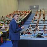 Ismét kisiskolások lepték el a BME egyetemi előadótermeit