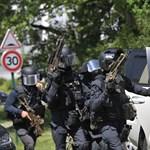 Elfogták a francia rendőrnő késes támadóját