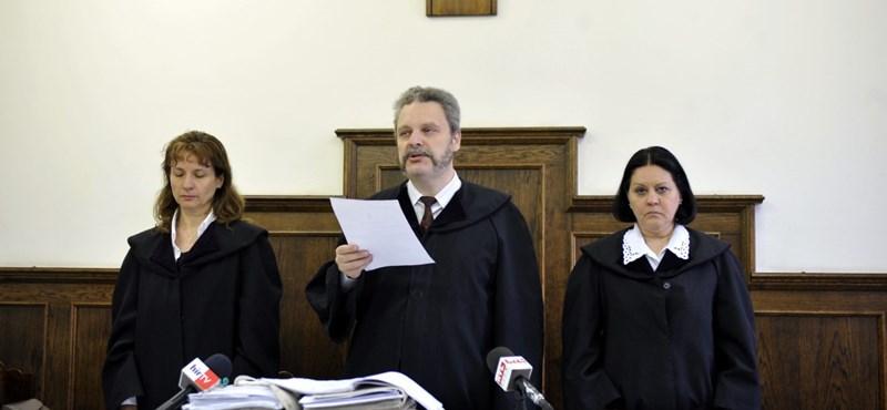 Jámbor Nándor váltja a lemondott jobbikost a parlamentben