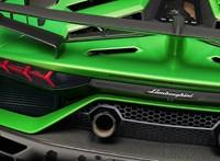 Irány a szerviz: lerepülhet a 180 millió forintos Lamborghini motorházteteje
