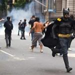 A nap képe: Batmannel tüntetnek a riói tanárok
