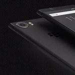 Több RAM, nagyobb tárhely: jön a felturbózott, fizikai billentyűzetes androidos telefon