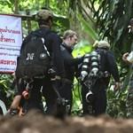 Várni kell: még nincsenek elég jó állapotban a thaiföldi barlangban rekedt gyerekek
