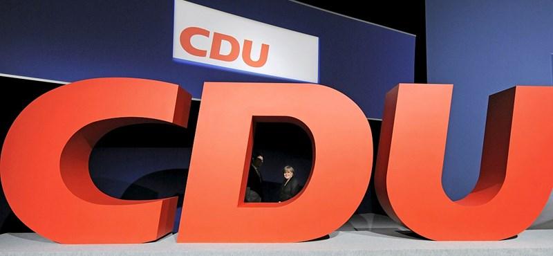 Plágiumbotrány Berlinben: maradhat a CDU erős embere