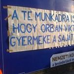 Rendőrök igazoltatták a pécsi plakátragasztókat