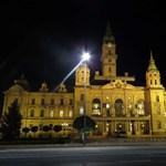 A fideszes polgármesterjelölt elérte, hogy Győrben ne kelljen a híveknek parkolási díjat fizetni