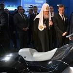 Igazán oroszos karakterű rendőrmotort mutatott be Putyin elnöknek a Kalasnyikov gyár