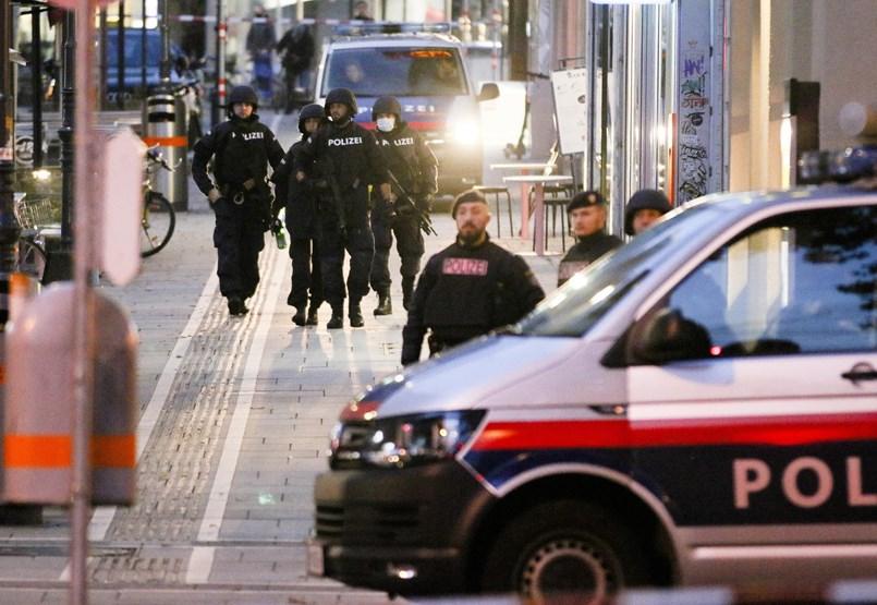 Bécsi terrortámadás: döbbent csend volt a lövöldözések után