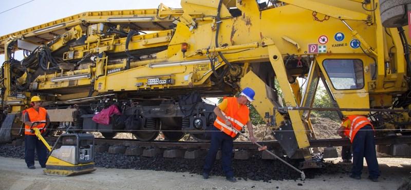 Az OTP-é a legnagyobb bírság, de két vasútépítő van a nyomában