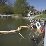 Képek érkeztek az elsüllyedt tolóhajóról