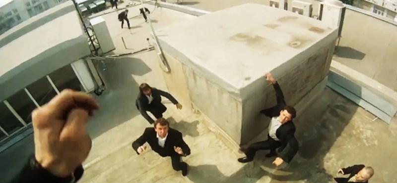 A nap videója: veszett irodai menekülés