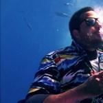 Fehér cápák között szivarozott David Blaine illuzionista (videó)