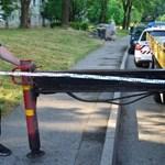 Egy teherautó támaszkodó oszlopa taglózott le egy gyalogost Komlón