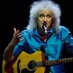 Kórházba került a Queen gitárosa: elszakította a farizmát