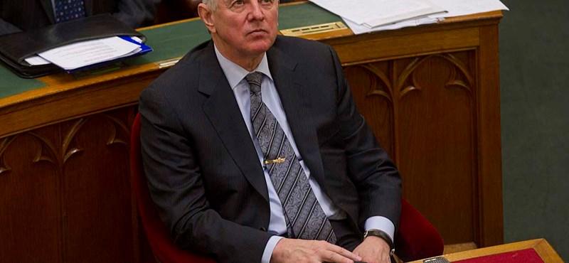 A Fidesz nem Schmitt Pál lemondását könnyíti meg