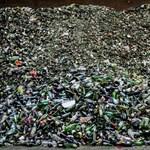 Hiába tűnik környezetbarátabbnak a fóliázott papír, nem sokkal jobb a műanyagnál