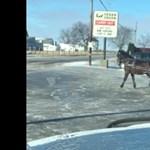 Látott már 1 lóerős kocsit driftelni? Jót fog nevetni rajta – videó