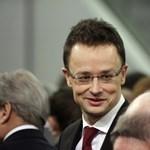Gyurcsányista politikusoknak is intézett diplomata-útlevelet Szijjártó