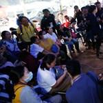Friss: még egy diákot kimentettek a thaiföldi barlangrendszerből