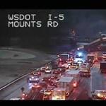 Autópályára zuhant egy kisiklott vonat Amerikában - fotók