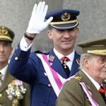 Könnyezve írta alá lemondását a spanyol király