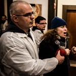 Videó: kopaszok, balhé, Vona - zsinagógában járt a Jobbik