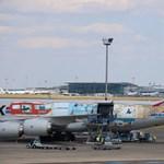 Különleges festésű gép landolt Ferihegyen - fotók
