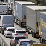 Máris torlódik a forgalom három autópályán - itt vannak a részletek