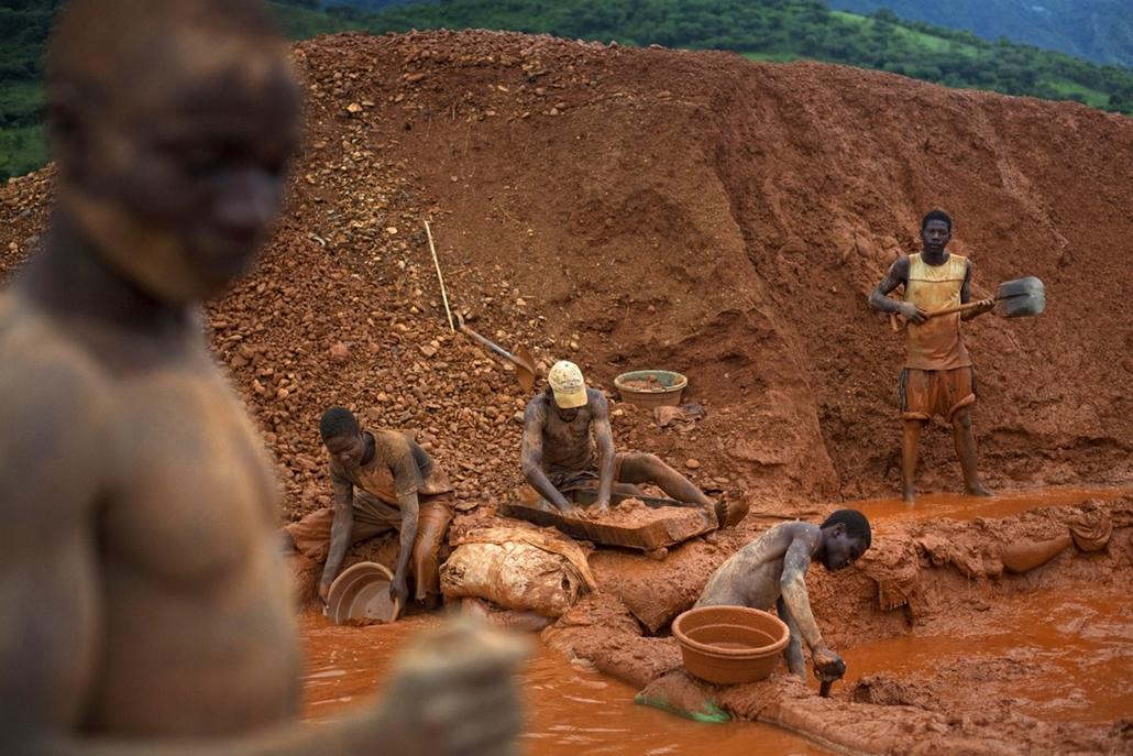 Sajtófotó 2011 - Nagyítás-fotógaléria - Természet és tudomány - sorozat - 1. helyezett: Illegális aranyásók