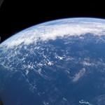Beindulhat az úthenger: egy ország már kifizettetné a károkat a klímaváltozást okozó vállalatokkal
