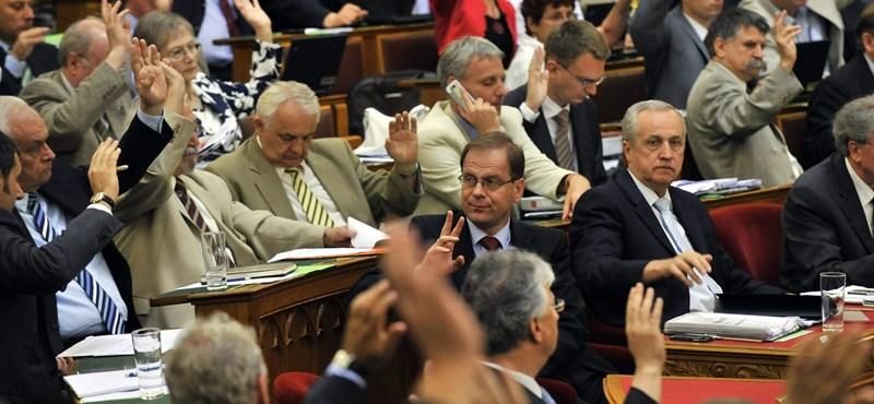 Elfogadta a parlament a jövedéki adó emelését