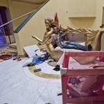 Szanaszét hordják Kadhafi holmiját