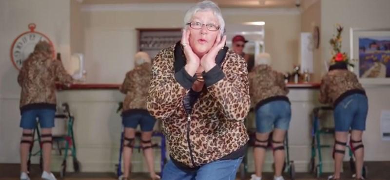 Jófej nyugdíjasok húztak le még egy bőrt egy rommá játszott slágerről – videó