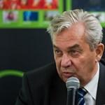 Könnyeivel küszködött a Soros-zsoldosok listájára felkerült Chikán Attila a Hír TV-ben – videó