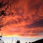 Szürreális volt délután az égbolt Pécsett - fotó