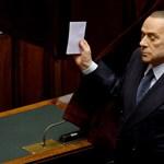 Árulás, pártszakadás, vádaskodás - Berlusconi megint robbantott