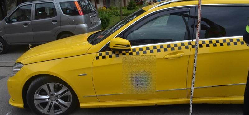Nem állt meg a felszólításra, elsodorta az ellenőrt a taxis