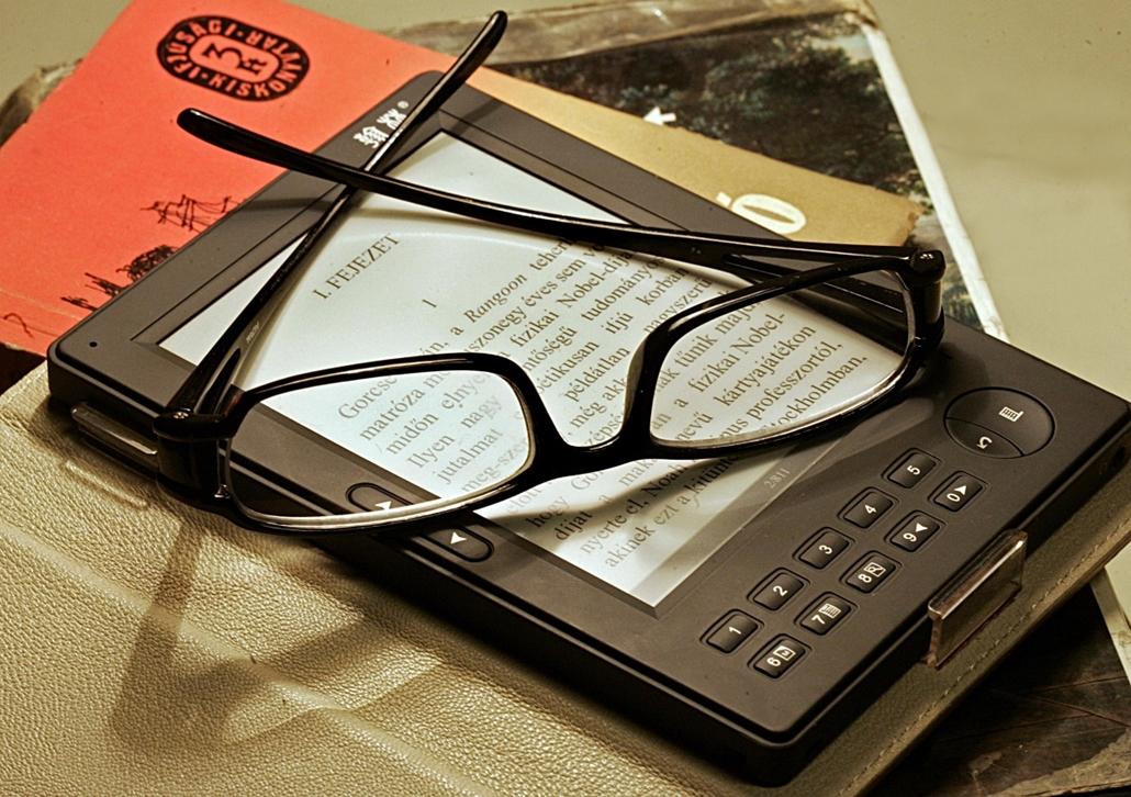 Kindle - e-könyvolvasó - könyv világnapja nagyítás