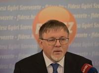 Beadták a Lex Dézsit: átírják a törvényt, hogy a győri polgármester orvosként is dolgozhasson